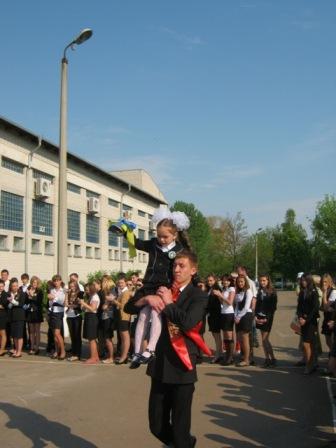 Дарії Галатенко (1-Б клас) та Олексія Палауса (11 клас)